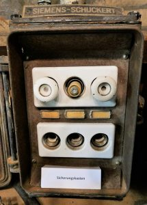 old-faulty-circuit-panel-pic